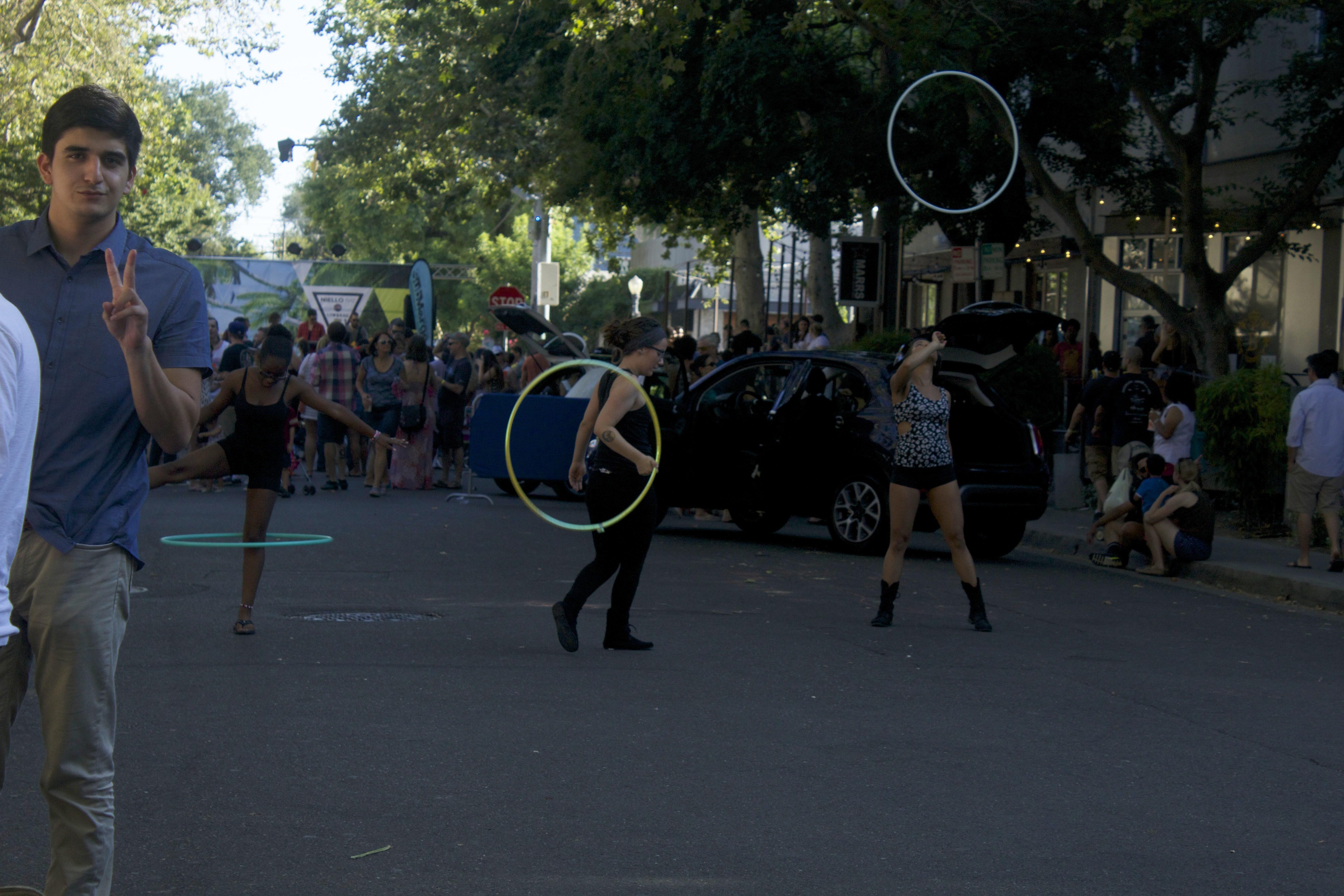 Hula hoops dancers